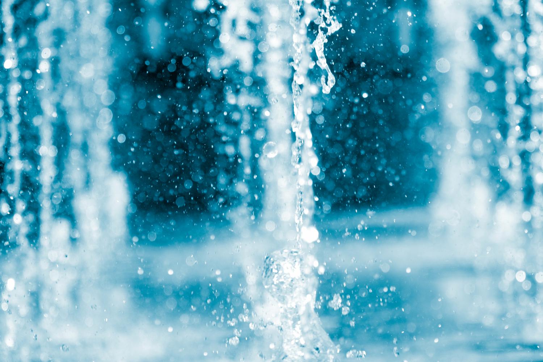 water falling into pool below